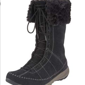 Columbia winter mud faux fur boot. Brand new.